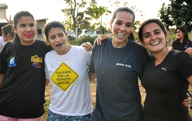 Fora das quatro linhas, a amizade prevalece entre as jogadoras do Campo Grande Rugby Clube (Foto: Leandro Abreu)