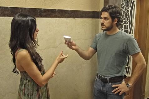 Isis e Pigossi em cena da novela (Foto: TV Globo)