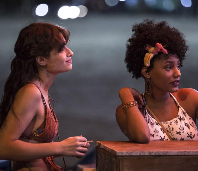 Jéssica Ellen rodou suas primeiras cenas em Recife, ao lado da amiga Luisa Arraes, intérprete da Débora (Foto: Gabriel Nascimento/Gshow)
