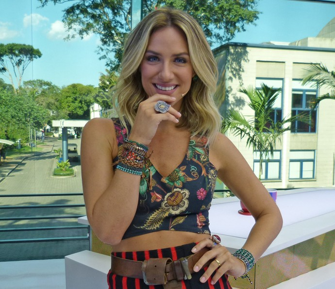 Giovanna Ewbank gosta dos cachos de babyliss bem naturais (Foto: Brunella Menezes / Gshow)