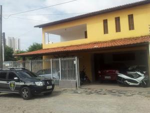 Casa onde funciona a 5ª Delegacia de Polícia fica em Lagoa Nova, na Zona Sul (Foto: Sérgio Costa/PortalBO)