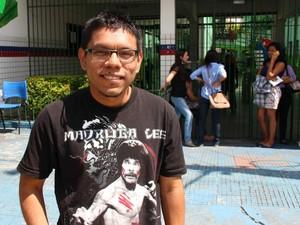Tonny Nelson, morador da Cidade Nova, saiu 5h30 de casa para não se atrasar (Foto: Luis Henrique Oliveira/G1 AM)
