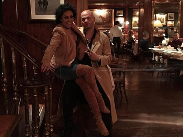 Mel B e o marido, Stephen Belafonte, em restaurante em Nova York, nos Estados Unidos (Foto: Instagram/ Reprodução)