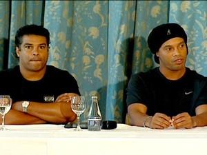 Ronaldinho Gaúcho e Roberto Assis Moreira (Foto: Reprodução/Rede Globo)