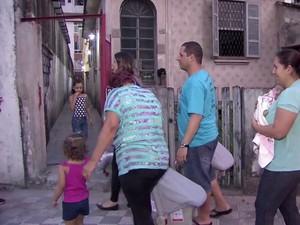 Família mora no bairro da Aparecida, em Santos (Foto: Reprodução / TV Tribuna)