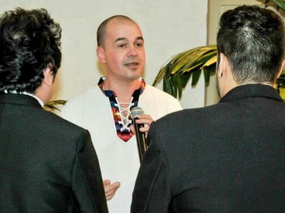Padre já realizou 12 casamentos homoafetivos desde excomunhão (Foto: arquivo pessoal / Fábio Fornaroli)