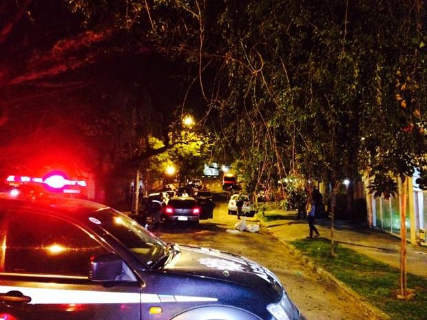 Triplo homicídio aconteceu na Rua São Vicente, Bairro Rio Branco, em Porto Alegre (Foto: Paulo Ledur/RBS TV)