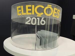 Temas do debate dos candidatos à Prefeitura de Tatuí foram distribuídos em urna (Foto: Wilton Tormena/G1)