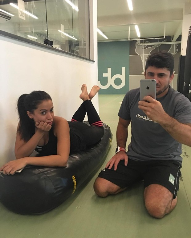 Anitta com o personal trainer (Foto: Instagram / Reprodução)