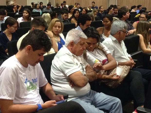 Pai dos jovens mortos no crime de trânsito acompanha a audiência  (Foto: Beto Marques/G1)