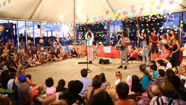 A Companhia Palhaços de Rua animou tanto os adultos quanto a molecada (Foto: Rubem Vital/ RPC)