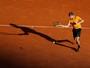 Goffin freia reação de Djokovic, cresce no fim e passa à semi em Monte Carlo