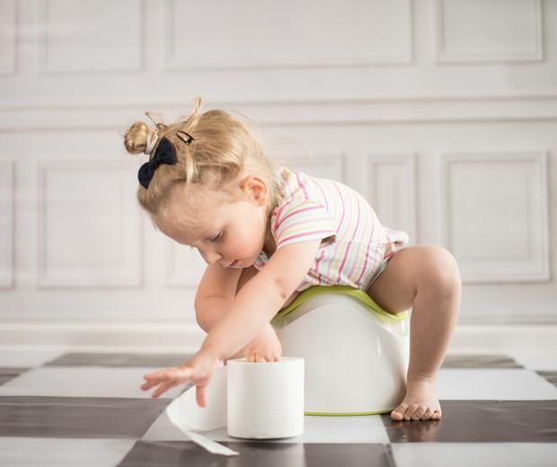 Cada criança tem seu tempo para começar o desfralde e se acostumar a usar o vaso (Foto: Thinkstock)