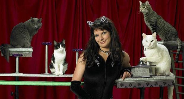 Samantha criou os Acro-Cats há 10 anos; ela treina animais desde a infância (Foto: Divulgação/Amazing Animals)