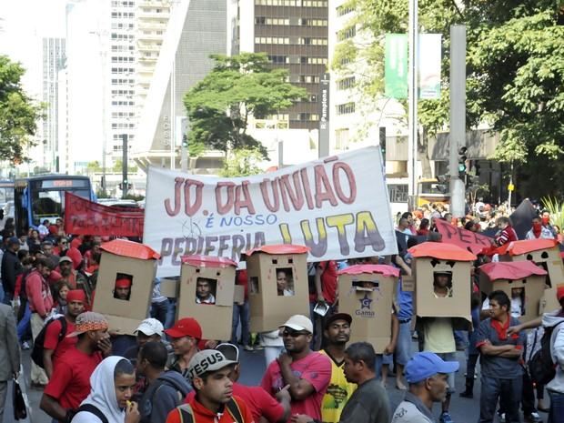 Sem-teto protestam contra reintegração (Foto: J. Duran Machfee/Futura Press/Estadão Conteúdo)
