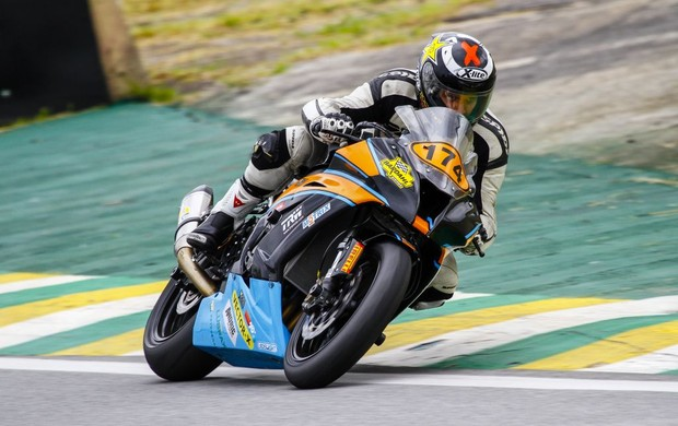 Tiago Pavanelli durante os treinos das 500 Milhas Brasil de Motovelovidade (Foto: Rodrigo Ruiz)