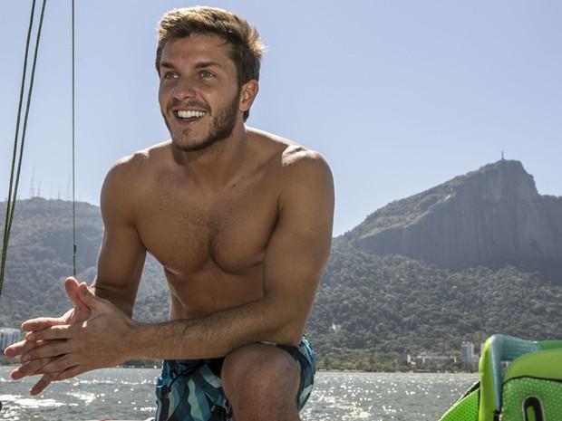 O ator mostra sua boa forma em um dos mais belos cartões postais do Rio (Foto: Inácio Moraes/TV Globo)