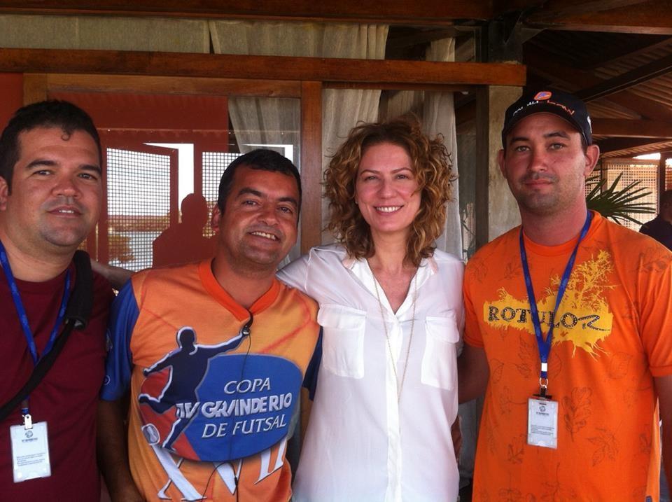 Rodrigo e equipe durante entrevista com a atriz Patrícia Pilar (Foto: Arquivo Pessoal)
