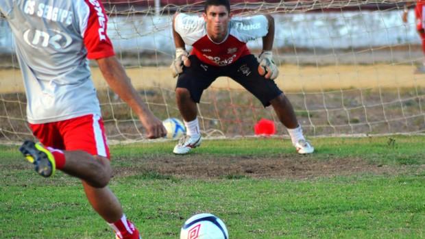 Sergipe treinou cobranças de pênaltis nesta segunda-feira (Foto: Felipe Martins/GLOBOESPORTE.COM)