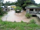 Rio Tarauacá continua subindo e três famílias são levadas a abrigo