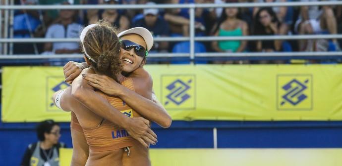Larissa e Talita na etapa de Aracaju (Foto: Shana Reis/MPIX/CBV)