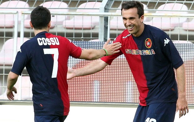 Thiago Ribeiro, Cagliar x Catania (Foto: AP)