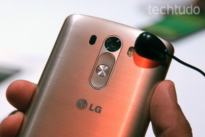 Traseira do LG G3 tem aparência metalizada (Foto: Isadora Díaz/TechTudo)