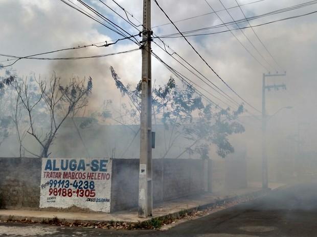 Fumaça incomodou moradores da região (Foto: Douglas Pinto/TV Mirante)
