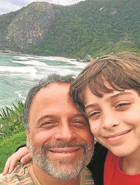 Marcos Breda e o filho (Foto: Arquivo pessoal)