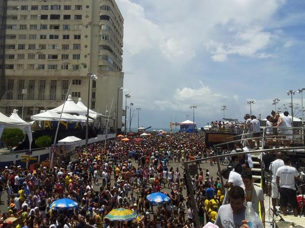 Público vai em peso para o encerramento do carnaval 2015 em Salvador (Foto: Ruan Melo/G1 BA)