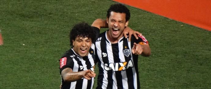 Luan e Fred comemoram gol do Atlético-MG (Foto: Bruno Cantini/ Atlético-MG)