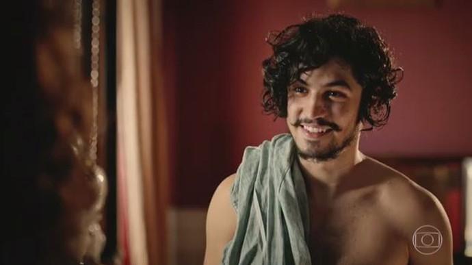 Miguel nem vê o tempo passar na conversa com Olívia (Foto: TV Globo)