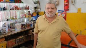 O comerciante Carlos Roberto da Trindade disse que ainda se recupera do prejuízo. (Foto: Alex Araújo/G1)