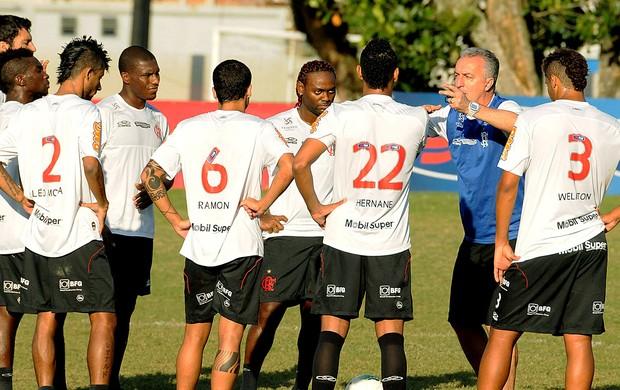 Dorival Junior com os jogadores no treino do Flamengo (Foto: Alexandre Vidal / Fla Imagem)