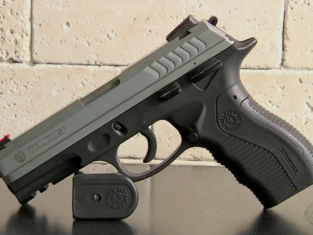 Pistola usada pela Segurança Pública em MT (Foto: Reprodução/TVCA)