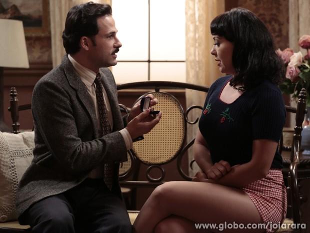 Dr. Rubens pede Matilde em casamento (Foto: Felipe Monteiro/TV Globo)