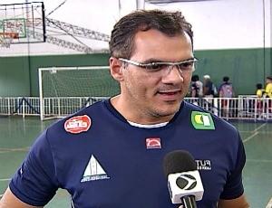 Manoel Honorato, técnico de times masculinos de vôlei de Uberlândia (Foto: Reprodução/ TV Integração)