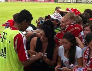 Cerca de 500 torcedores acompanham treino do Bayern de Munique (Foto: Reprodução Bolla Press)