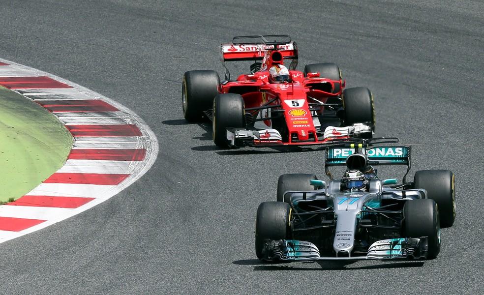 A Mercedes tem o carro mais longo da Fórmula 1 (Foto: Reuters/Albert Gea)