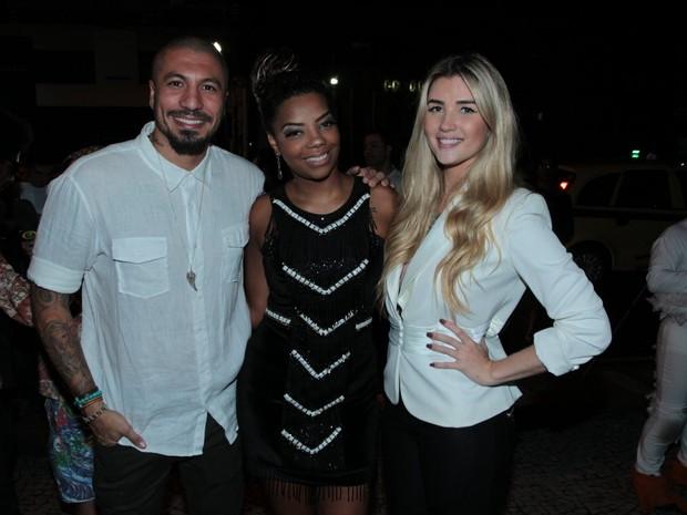 Ex-BBBs Aline e Fernando com MC Ludmilla em festa no Rio (Foto: Marcello Sá Barretto/ Ag. News)