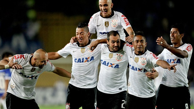 Danilo comemoração jogo Corinthians Millonarios Libertadores (Foto: AFP)