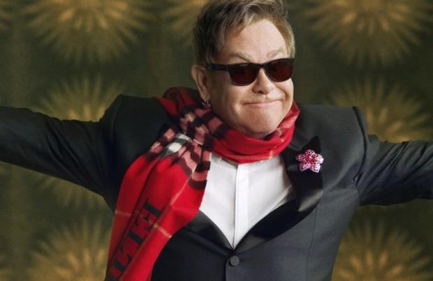 Elton John na campanha da Burberry (Foto: Divulgação)