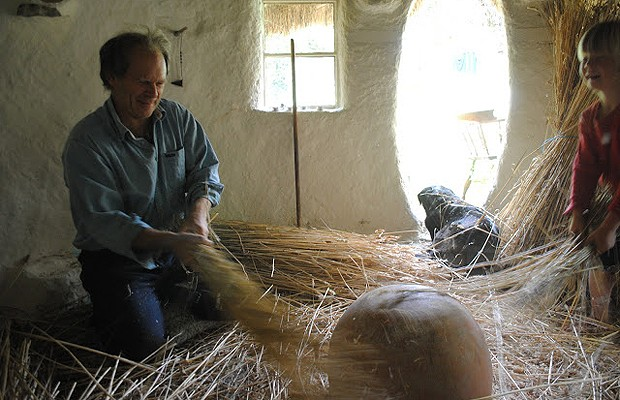 Buck fez a casa com suas próprias mãos (Foto: Divulgação)