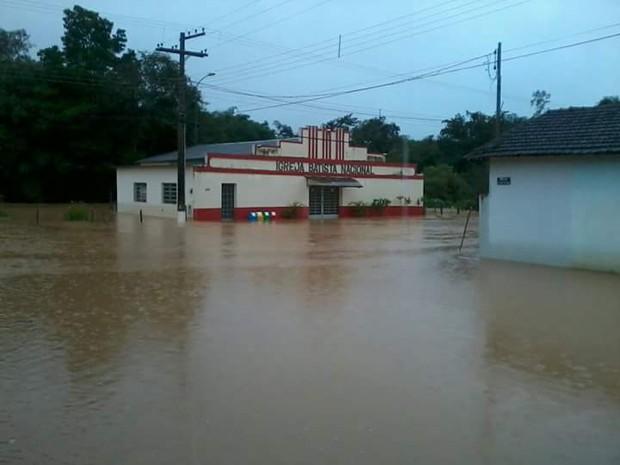 Córrego Danta, chuva, alagamento, córrego,  (Foto: Reginaldo Satorino Cardoso/Divulgação)