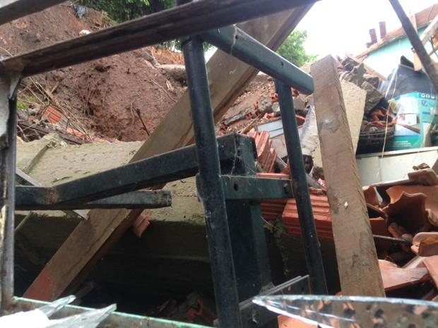 Residências foram construídas na beira de um morro no Bairro Santo Antônio (Foto: Divulgação/Corpo de Bombeiros de Barra do Garças)
