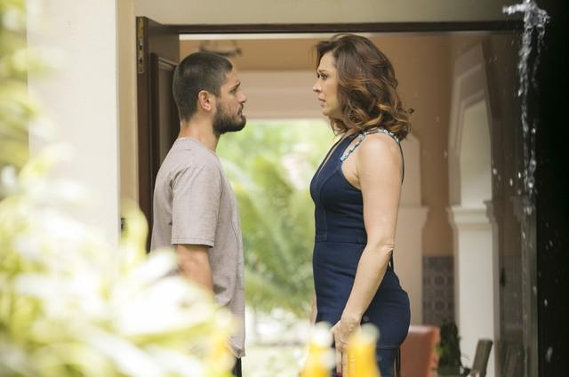 'A lei do amor':  Daniel Rocha e Claudia Raia em cena como Gustavo e Salete (Foto: TV Globo)