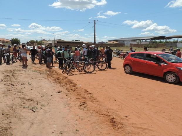 Acidente entre carro e moto deixou três pessoas feridas, entre elas uma criança, em Luís Eduardo Magalhães  (Foto: Blog do Sigi Vilares)