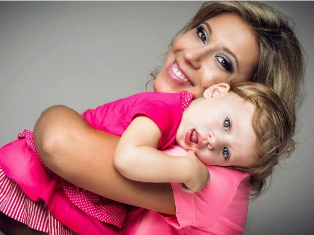Franciele Adams, mãe da Emilie, contou que precisou readequar o dia a dia da família (Foto: Arquivo Pessoal)