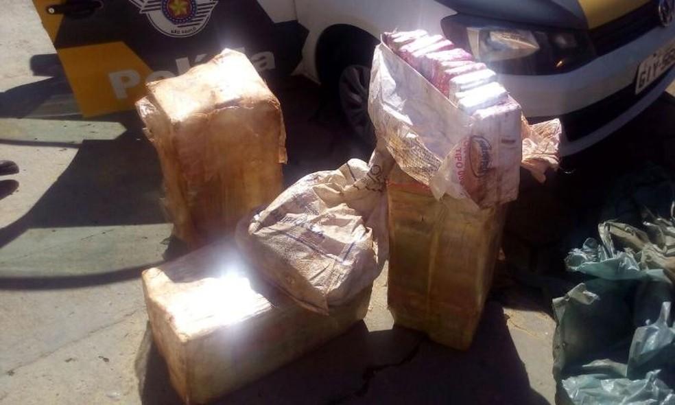 Drogas estavam escondidas em um carro que trafegava pela Raposo Tavares (Foto: Divulgação/Polícia Militar Rodoviária)
