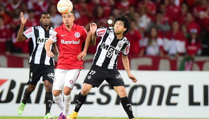 D'Alessandrol e Luan, Internacional x Atlético-MG (Foto: Vinicius Costa / Ag. Estado)